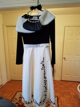 BEAUTIFUL BLACK AND WHITE DRESS W/ PURSE,  CAPE AND HAIR BOW in Fort Campbell, Kentucky