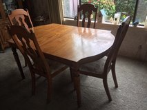 Antique Dinning Room Table and Chairs *** VERY GOOD CONDITION *** in Fort Lewis, Washington