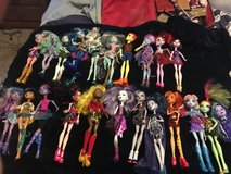 Monster high dolls like new in Lawton, Oklahoma