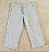 EDDIE BAUER WOMENS GRAY KNIT CAPRI SIZE S in Orland Park, Illinois