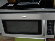 Whirlpool Microwave Oven in Oswego, Illinois