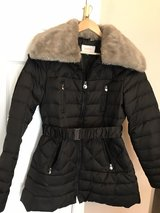Black Puffer coat with removable faux fur collar in Schaumburg, Illinois