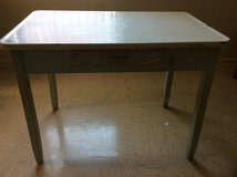 Table Kitchen with porcelain top in Fort Campbell, Kentucky