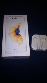 Reduced! iPhone 6s gold 32gb in Fort Campbell, Kentucky