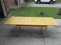 Vintage Quality, Large table w leafs in Kingwood, Texas