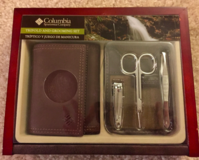 NEW Columbia Trifold and Grooming Set PKG in Wood Box in Tinley Park, Illinois