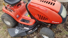 "42"" riding mower in St. Charles, Illinois"