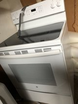 New GE electric range, white in St. Charles, Illinois