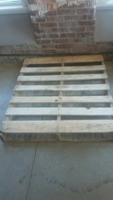 pallet, like new in St. Charles, Illinois