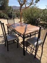Kitchen table and 4 chairs in Yucca Valley, California