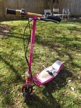 Girls pink Razor scooter with charger in Warner Robins, Georgia