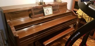 Everett Console Piano in Glendale Heights, Illinois