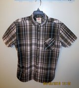 Levis Young Men's Plaid Button Down Short Sleeve Shirt - Size Small in Lockport, Illinois