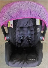 Graco SnugRide Click Connect Car Seat- COMES WITH TWO GRACO CAR SEAT BASES in Byron, Georgia