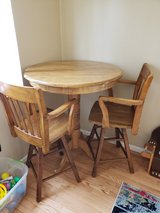 Tall round bar table in West Orange, New Jersey