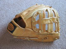Vintage Baseball Mitt in Like New Condition in Chicago, Illinois