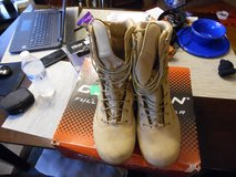 Reebok hikers mens  Size 8 1/2   Model RB8820 in Fort Campbell, Kentucky