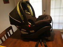 Graco infant carseat + base in Leesville, Louisiana