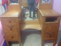 Jamestown Chair Co. dressing table, bed frame and bench in Camp Lejeune, North Carolina