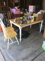 Dining table and 3 chairs in Fairfield, California