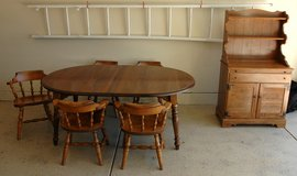 BEAUTIFUL COLONIAL MAPLE DINING ROOM SET and HUTCH in Naperville, Illinois