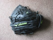 "Mizuno 13"" softball mitt glove in Chicago, Illinois"