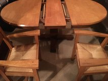 Kitchen table and 4 chairs in Bolingbrook, Illinois