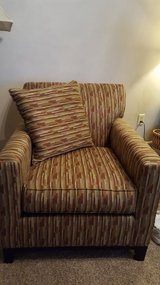 Rowe green print chair, like new in Wright-Patterson AFB, Ohio