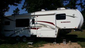 2008 Sundance 5th wheel 31-foot with 2 slide outs in Baytown, Texas