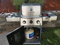 Gas grill with 2 propane tanks in Camp Pendleton, California