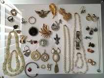 Assorted costume jewelry Lot in Aurora, Illinois