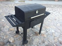 Reduced-Charcoal Grill (Moving out of town....must sell) in Fort Bliss, Texas