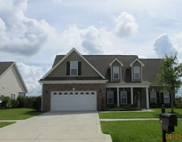 4 BR & bonus room, w/ Community Pool, Close to base in Camp Lejeune, North Carolina
