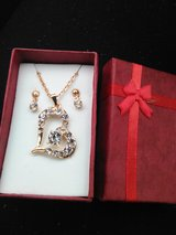 Gold necklace Costume gift set... in Hopkinsville, Kentucky