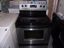 Whirlpool Black/Chrome Electric Stove in Fort Riley, Kansas
