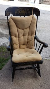 Tell City High End Rocking chair with cusion in Pasadena, Texas