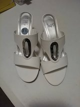 white shoes - sz 8 1/2 in Pearland, Texas