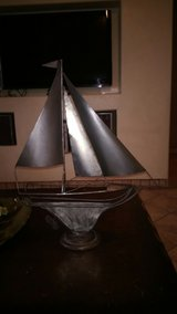 Nice Metal Boat Wine bottle holder in Alamogordo, New Mexico