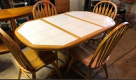 kitchen table and four chairs in Algonquin, Illinois