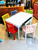 child's play desk with 5 chairs! in Cherry Point, North Carolina