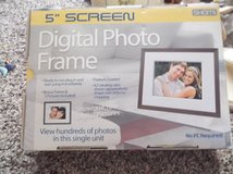 digital photo frame 5 inch screen in Alamogordo, New Mexico