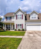 NO Hurricane damage. Community pool, 3 BR & large bonus room, close to base in Camp Lejeune, North Carolina