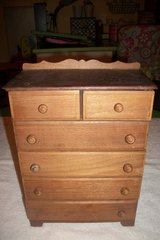 Vintage Small Solid Wood Chest of Drawers in Hopkinsville, Kentucky