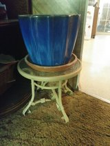 Vase and small table in Leesville, Louisiana