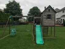 Free backyard play set in Chicago, Illinois