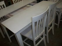 White Table w/4 chairs in Cherry Point, North Carolina