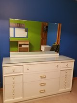 Dresser w/mirror in Aurora, Illinois