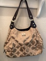 Coach purse very good condition in Warner Robins, Georgia