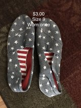 Woman's Size 9 Shoes in Bolingbrook, Illinois
