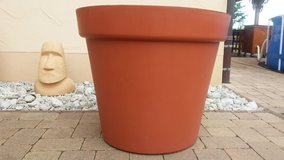 Large planter / pot for palm trees, olive trees, etc- super condition in Spangdahlem, Germany
